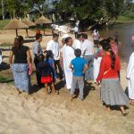 Irmãos da igreja local testemunharam a cerimônia