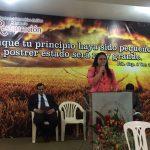 Irmã Ana louvando a Deus no culto de inauguração
