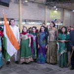 Missionários e voluntários entraram com bandeiras e roupas típicas de países onde a AME Heróis da Fé atua