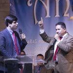 O irmão José Portillo (à direita) ministrou a Palavra de Deus, com tradução feita pelo Dc. Thiago Machado