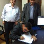 Momento de assinatura do Estatuto e da Ata de Constituição da Igreja - Pr. Nerídio Mattos