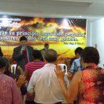 Momento de oração no culto de sábado, realizado na Sede da igreja em Lima, Peru