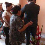 Momento de oração no culto de inauguração da igreja em Urbanización San Pedro