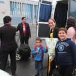 Irmãos que foram se despedir da família missionária no Aeroporto Salgado Filho auxiliaram a descarregar as malas