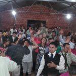 Muitas pessoas receberam oração