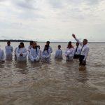 Deus manifestou Sua glória no transcorrer do batismo