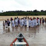 Treze novos crentes desceram às águas no Amazonas