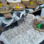 De novo o lambari, feijão e pedras que comem aqui, tipo um giz