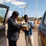 É comum a venda, pelas ruas, de ovo cozido com sal e pimenta a gosto. Custa 10 meticais (R$ 0,50)