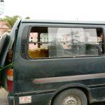 Como na cidade não há ônibus, o povo utiliza estas vans como meio de transporte coletivo