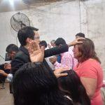 Missionário Taner orando pela vidas em Curuzu Cuatiá