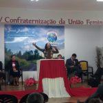 Cantora Ana Schimitt louvando a Deus em Lisboa