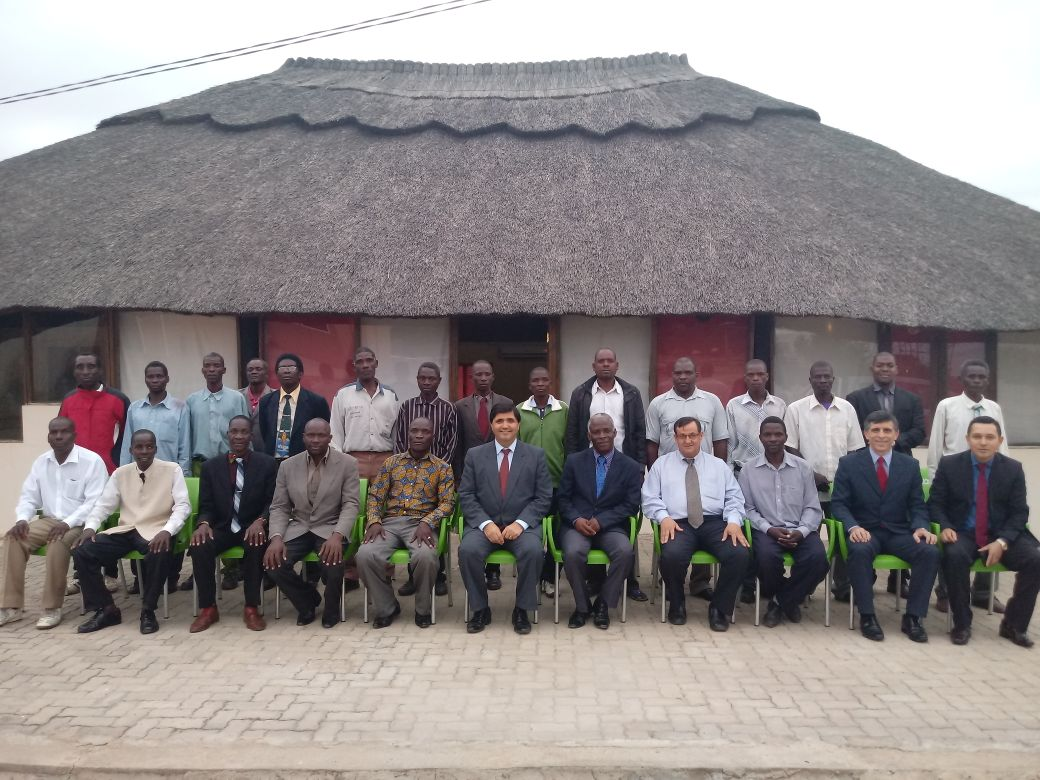 Pastores do Brasil e participantes do Seminário de Obreiros