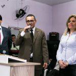 Pr. Mauro Padilha apresenta a senhora Simone Messias, Coordenadora Executiva do Projeto Voltar a Confiar e Presidente do Conselho da Comunidade Prisional