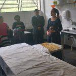 Irª. Joseane Vasconcelos apresentando a parte onde faz-se os doces e salgados na ala feminina