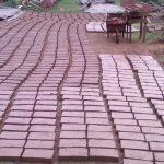 Tijolos fabricados pelos irmãos para construção do templo de alvenaria