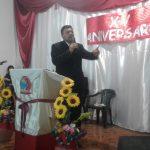 Missionário Javier ministrando a Palavra de Deus