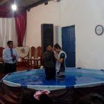 Batismo em Lules, oficiado pelo missionário Eduardo Baez
