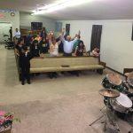 Parte do público no culto em Tifton