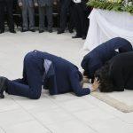 Pr. Jerry Turner orando pelo pr. Humberto S. Vieira e sua esposa