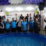 5 Pr. Sérgio Cortez (à direita, com o microfone) coordenou a cerimônia